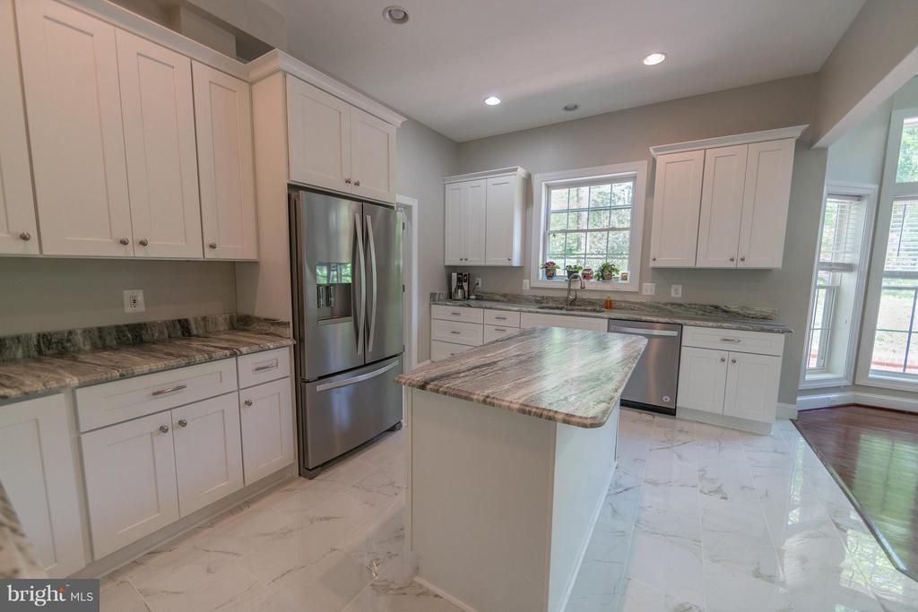 Kitchen - 3806 MODE ST, FAIRFAX