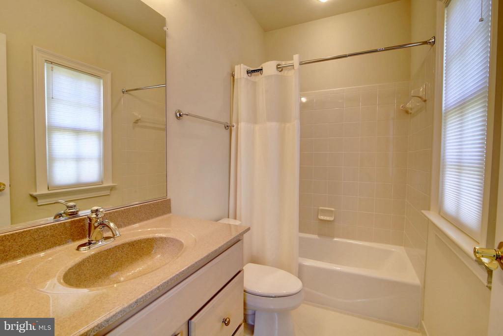 Bath - 41731 PUTTERS GREEN CT, LEESBURG