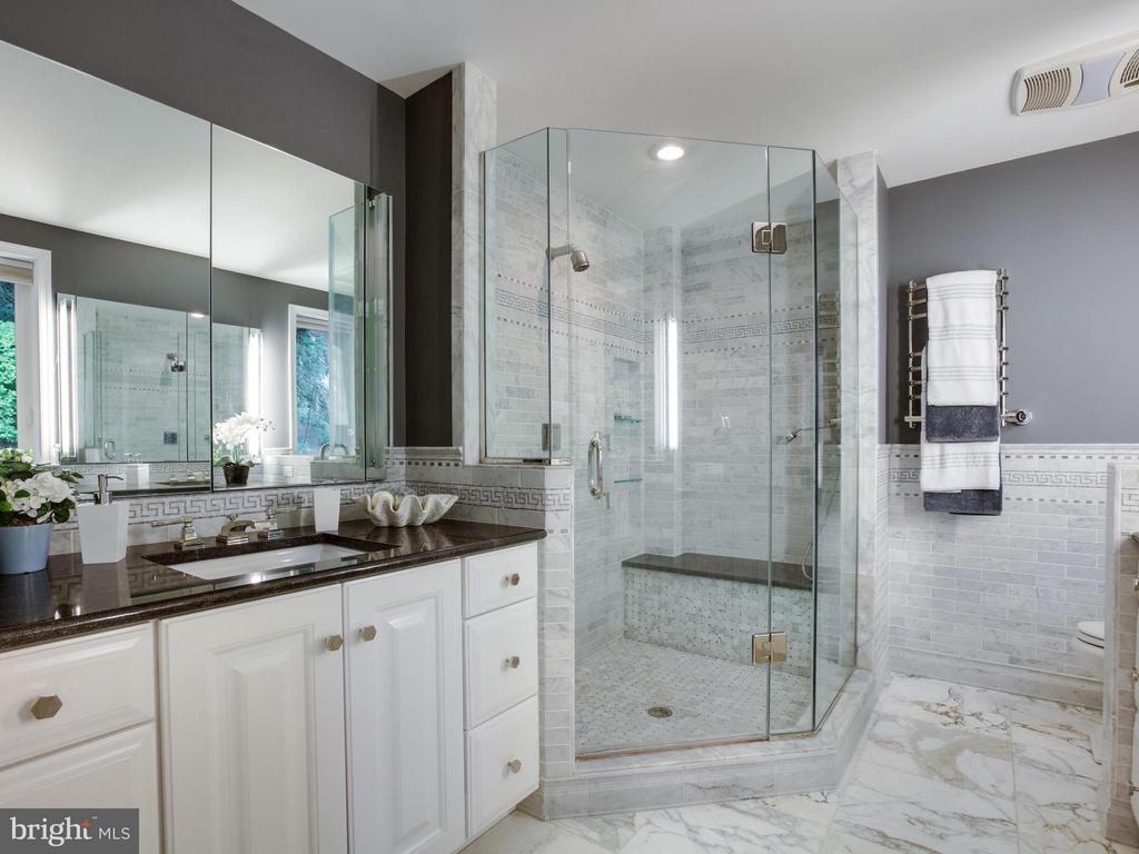 Bath (Master) - 3110 THOMAS ST N, ARLINGTON