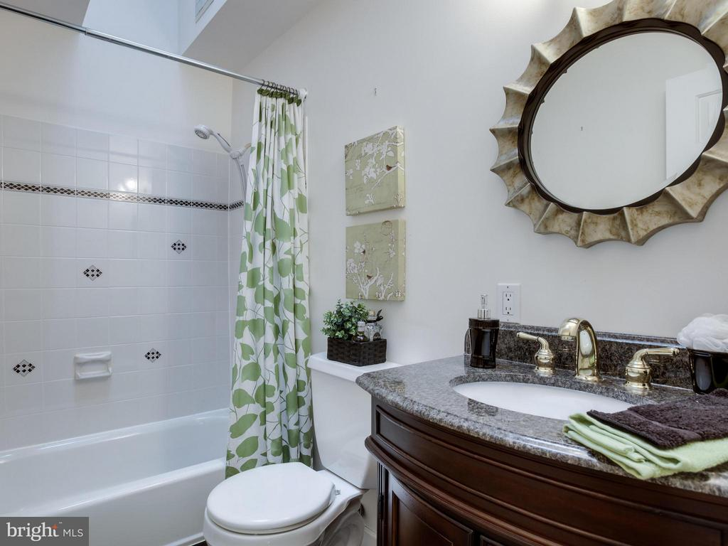Bath - 3110 THOMAS ST N, ARLINGTON