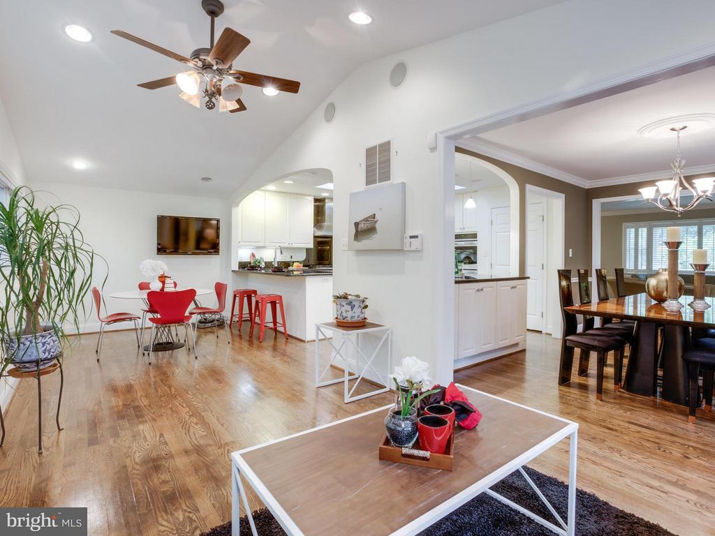 Opens to Dining Room and Kitchen - 3110 THOMAS ST N, ARLINGTON