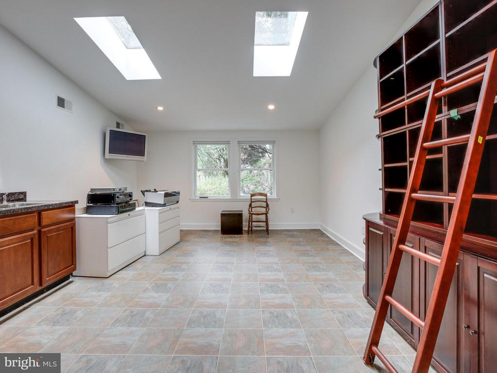 Well lit and specious  4th Bedroom or Office - 3110 THOMAS ST N, ARLINGTON