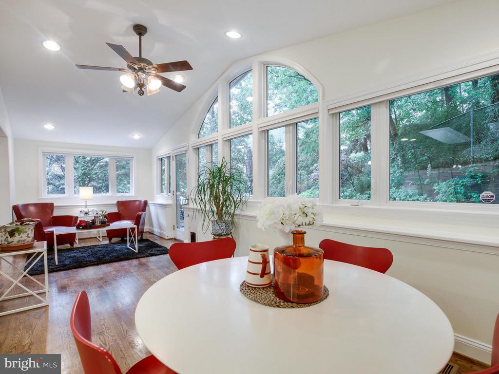 Breakfast Room and Reading Room - 3110 THOMAS ST N, ARLINGTON