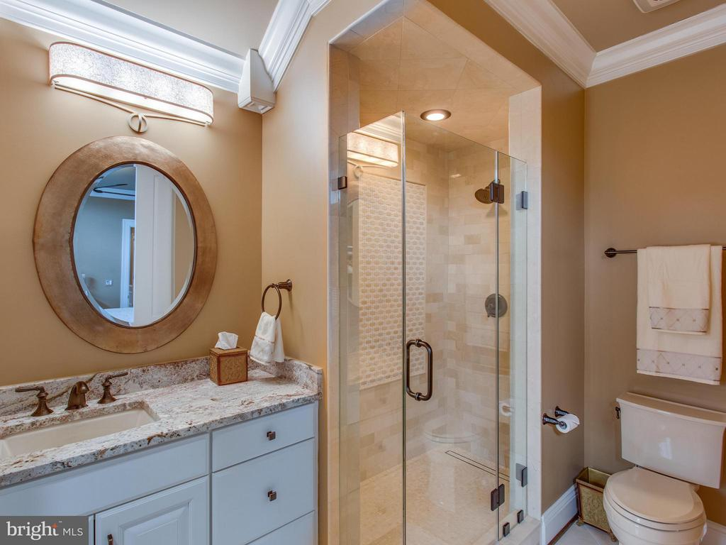 All baths have custom tile, lighting and mirrors - 2325 QUEBEC ST N, ARLINGTON