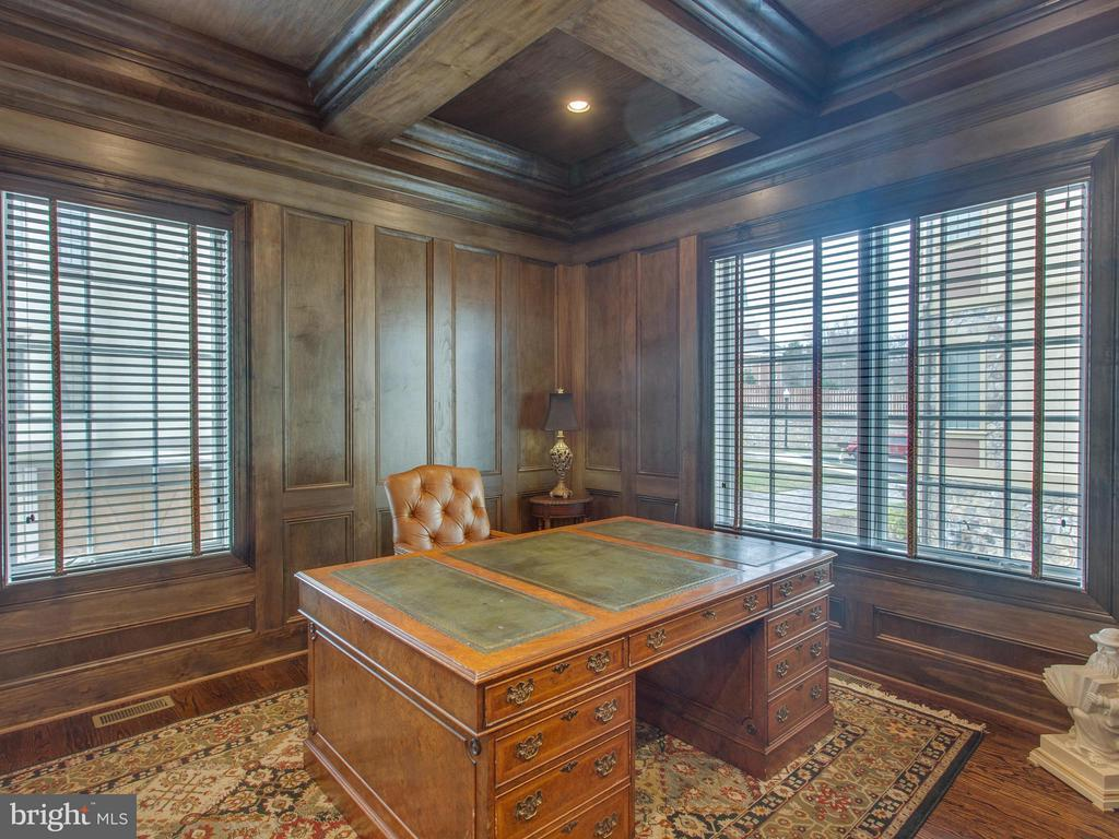 Walnut Paneled Study - 2325 QUEBEC ST N, ARLINGTON