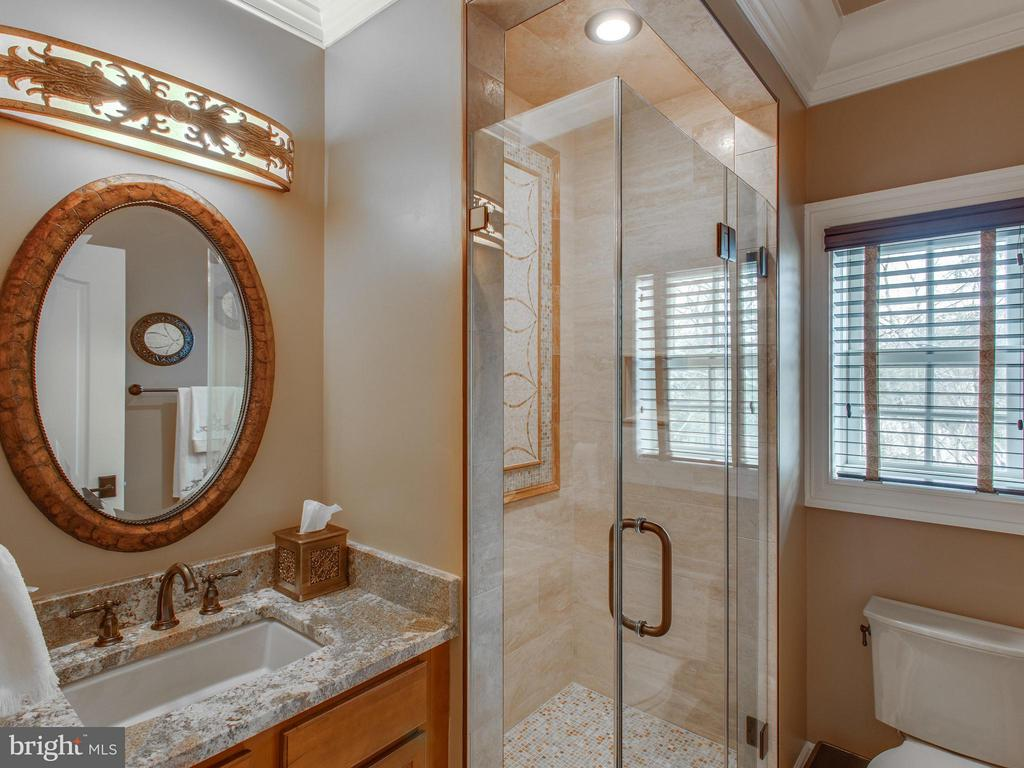 4th Bath with custom tile, mirror and lighting - 2325 QUEBEC ST N, ARLINGTON