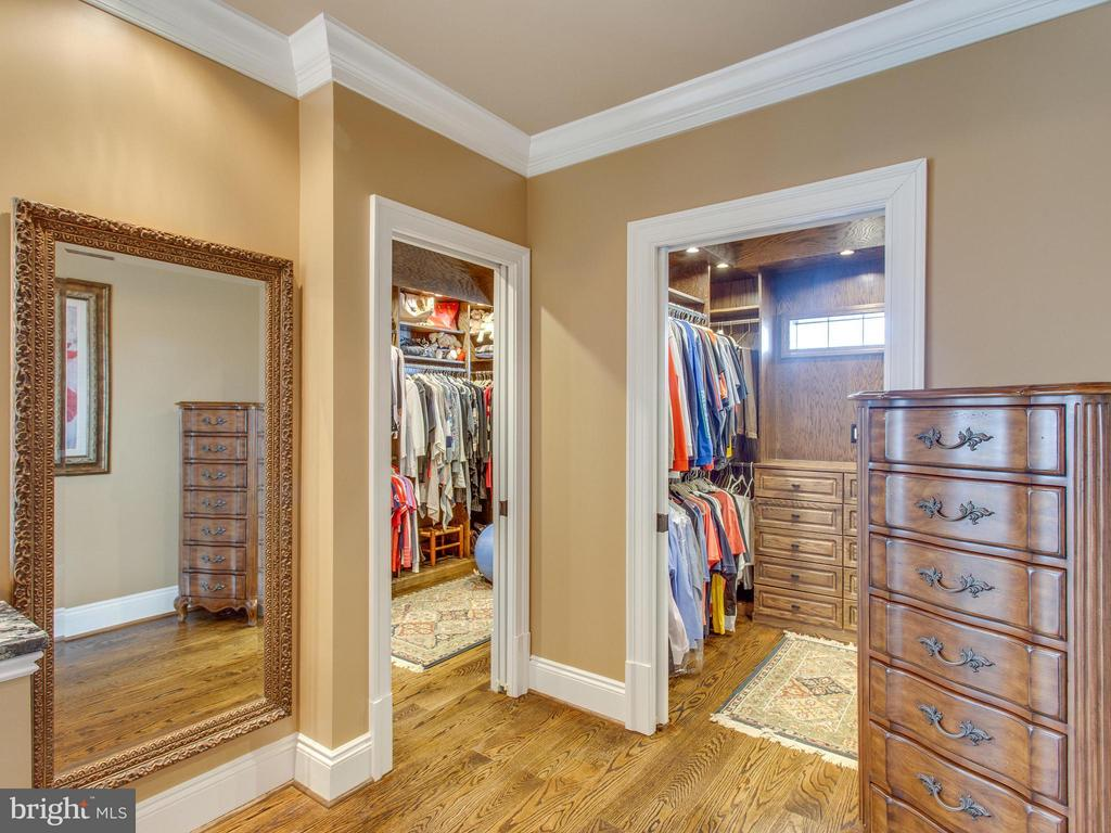 Master has Dual Walk-in Closets - 2325 QUEBEC ST N, ARLINGTON