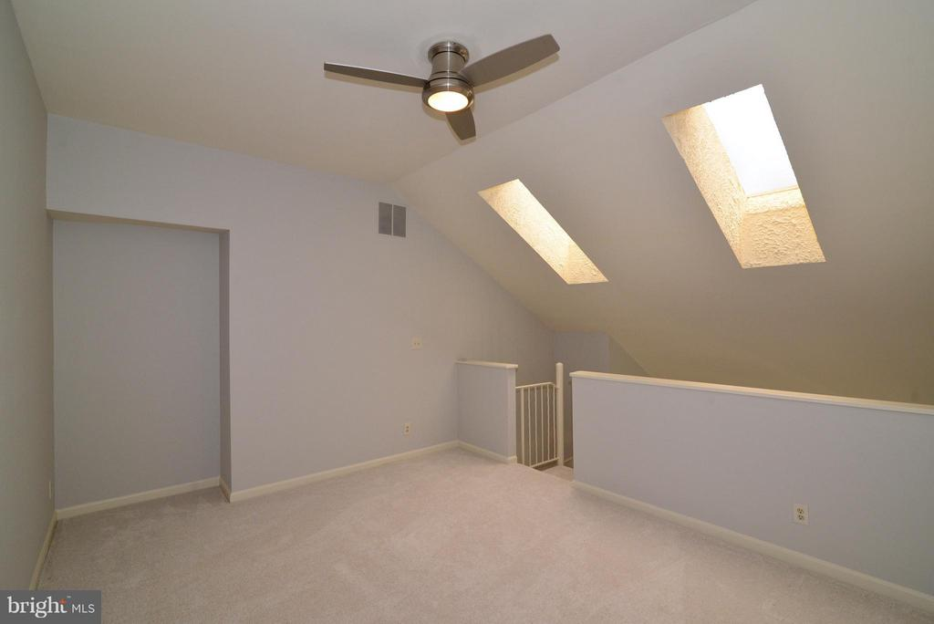 Loft with skylights, ceiling fan - 12258 FORT BUFFALO CIR #508, FAIRFAX