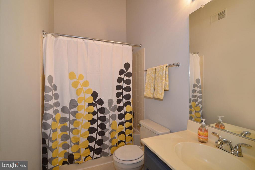 1st Full Bathroom - 12258 FORT BUFFALO CIR #508, FAIRFAX