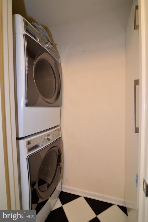 Washer/Dryer & pantry in kitchen - 12258 FORT BUFFALO CIR #508, FAIRFAX