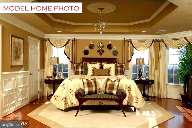 Sumptuous Master Bedroom - 15979 WATERFORD CREEK CIR, HAMILTON