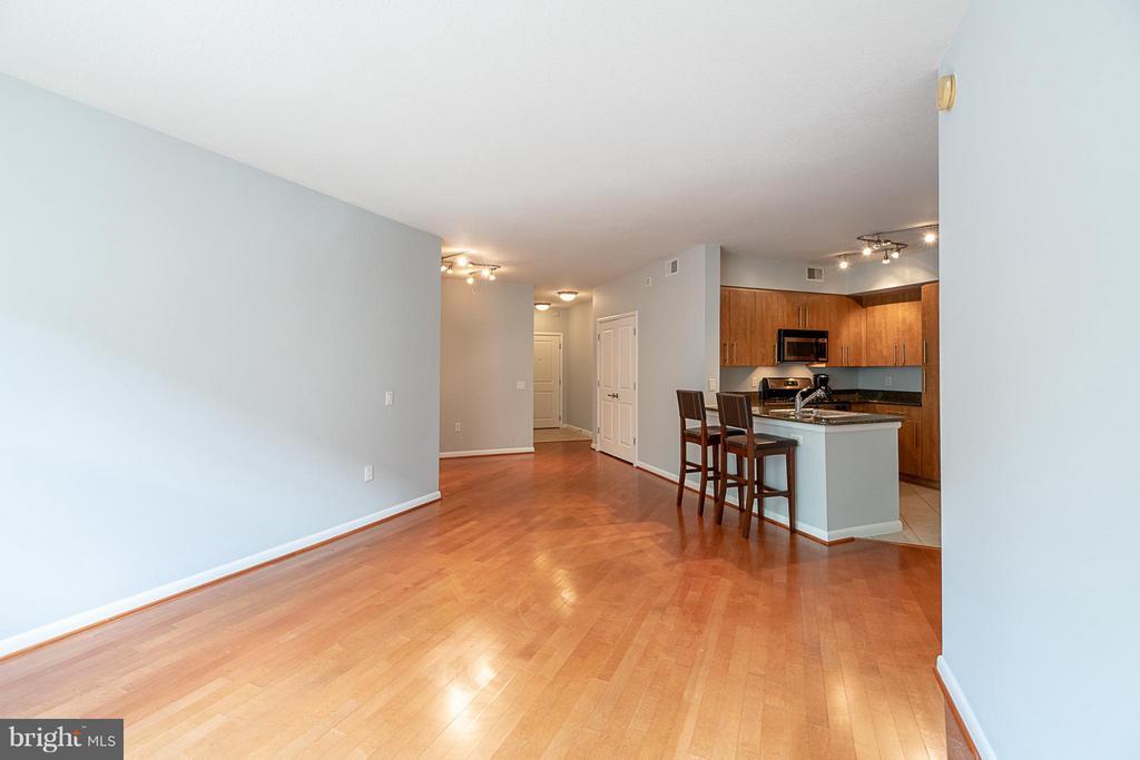 Living room, dining room, kitchen - 1021 GARFIELD ST N #236, ARLINGTON