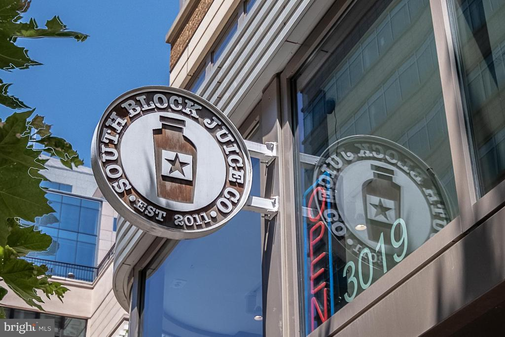 Nearby shops, restaurants, and entertainment - 1021 GARFIELD ST N #236, ARLINGTON