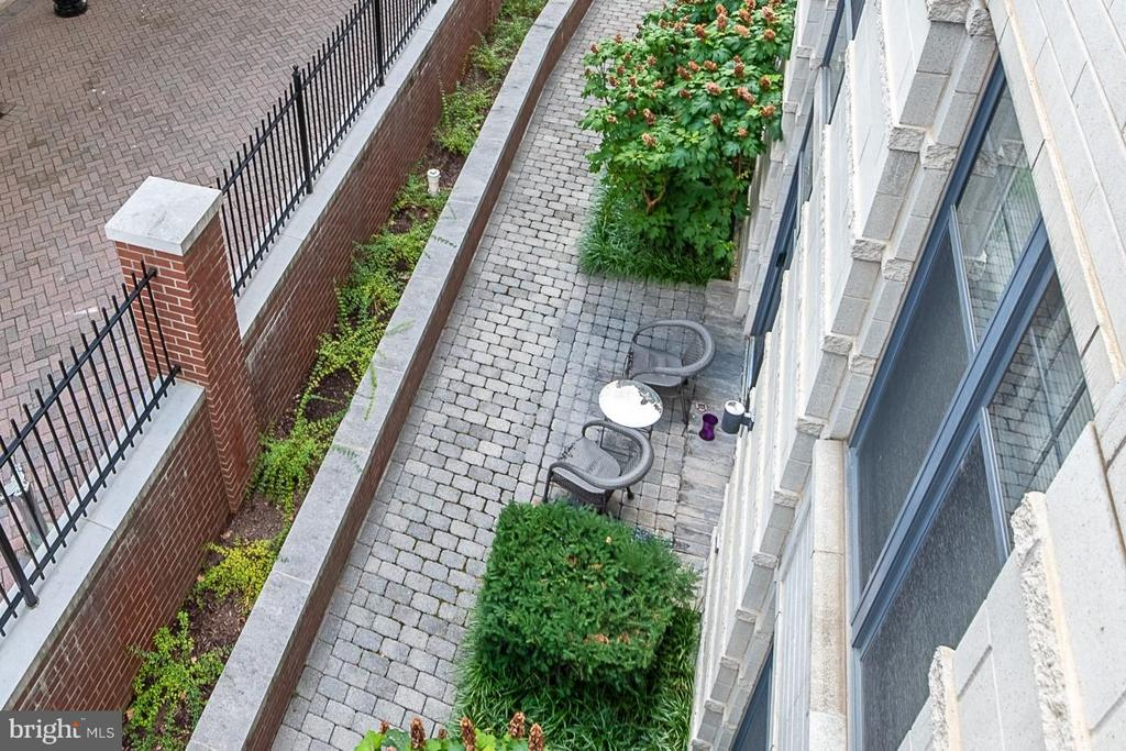 Serene courtyard view from Master balcony - 1021 GARFIELD ST N #236, ARLINGTON