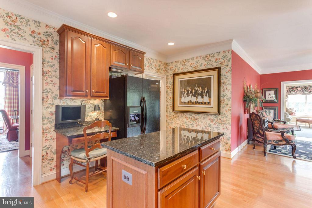 Planning Desk ~ Island ~ Granite Counters - 35191 DORNOCH CT, ROUND HILL