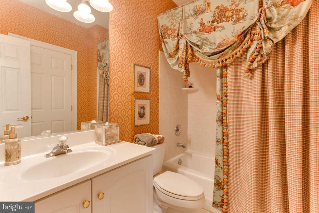 En Suite - 35191 DORNOCH CT, ROUND HILL