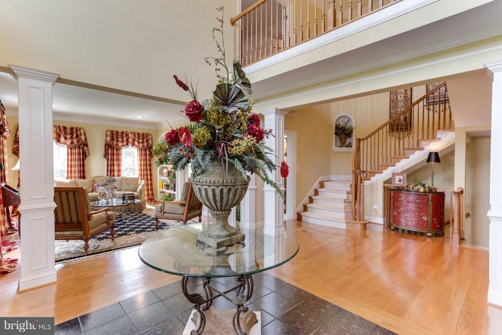 2-story Foyer ~ Marble Inlay ~ Upper level Catwalk - 35191 DORNOCH CT, ROUND HILL