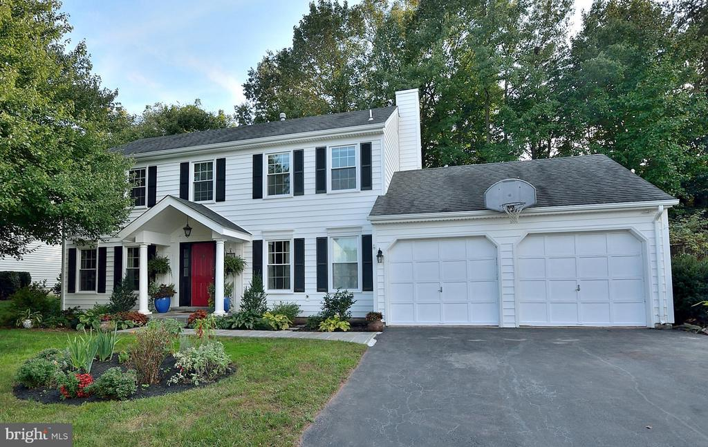 Awesome curb appeal - 5803 STONE RIDGE DR, CENTREVILLE