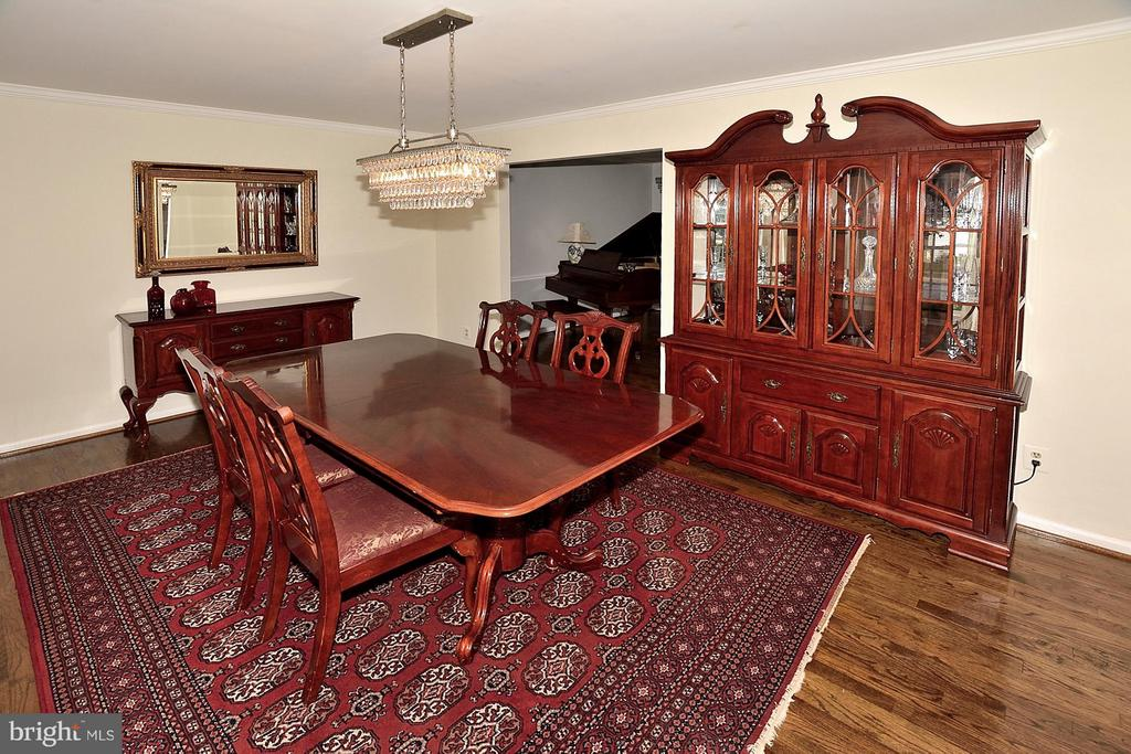 Large Dining Room -Hardwood - 5803 STONE RIDGE DR, CENTREVILLE