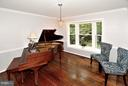 Lots of natural light - 5803 STONE RIDGE DR, CENTREVILLE