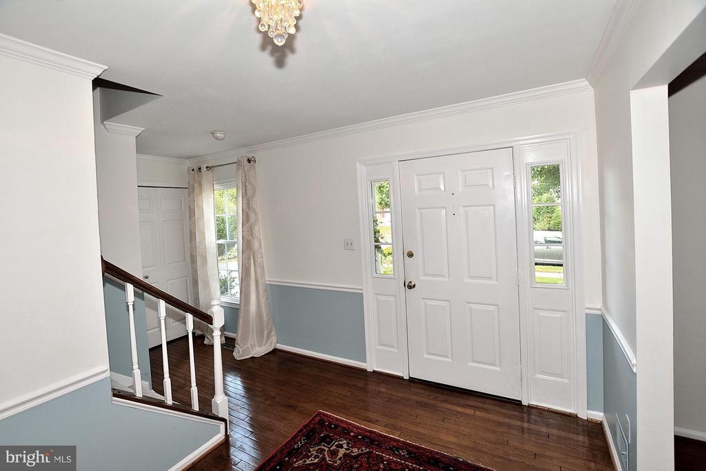 Large Foyer - 5803 STONE RIDGE DR, CENTREVILLE