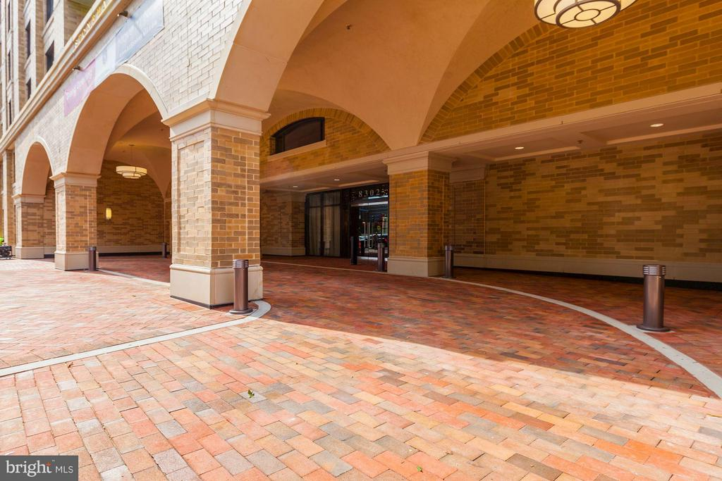 Port cochere - 8302 WOODMONT AVE #801, BETHESDA