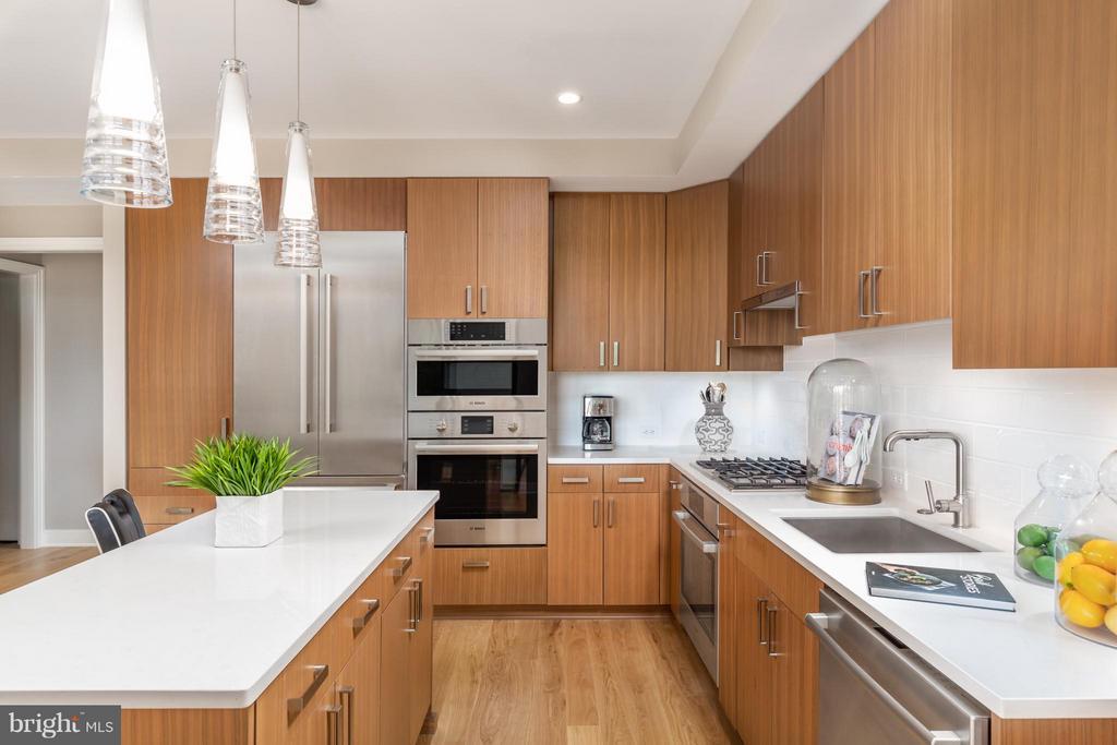 Kitchen - 8302 WOODMONT AVE #700, BETHESDA