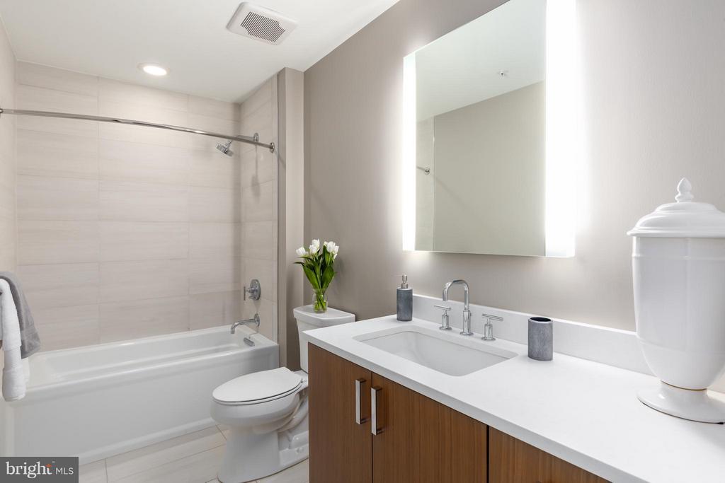 Bath - 8302 WOODMONT AVE #700, BETHESDA