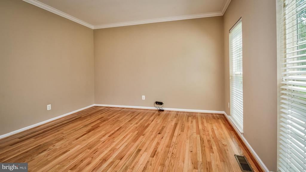 Living Room - 1628 WHISTLING SWAN WAY, WOODBRIDGE