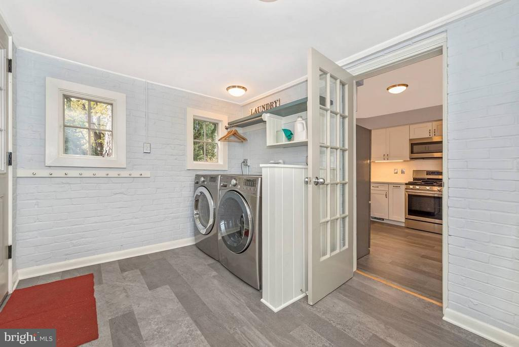 Large laundry & Mudroom. - 1722 SHOOKSTOWN RD, FREDERICK