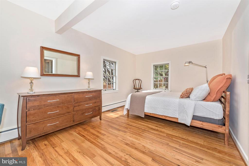 Main level large master bedroom. - 1722 SHOOKSTOWN RD, FREDERICK
