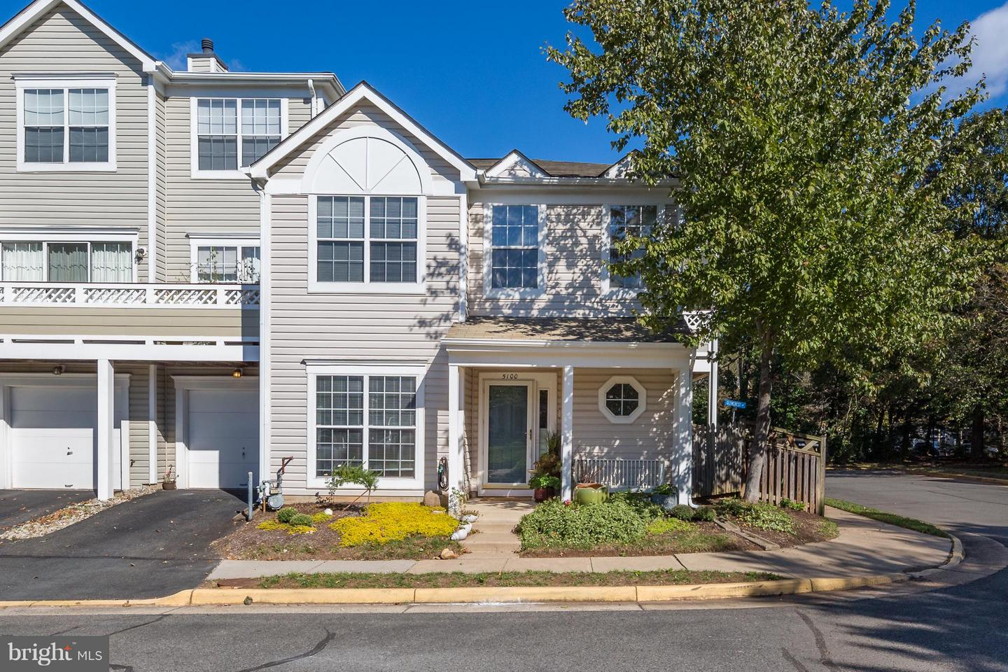 Photo of home for sale at 5100 Castle Harbor Way, Centreville VA