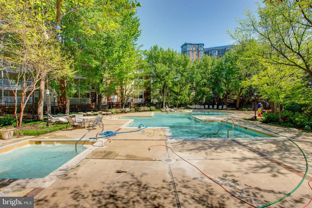 Community - 1536 LINCOLN WAY #203, MCLEAN