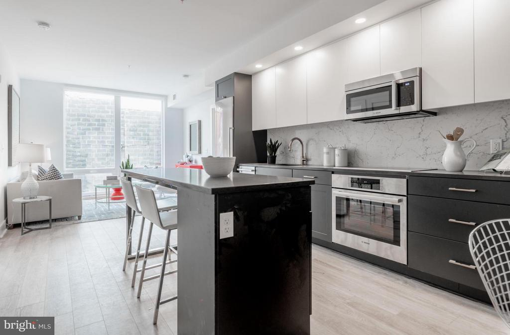 Gourmet kitchen, island, Bosch, induction! - 801 VIRGINIA AVE SE #206, WASHINGTON