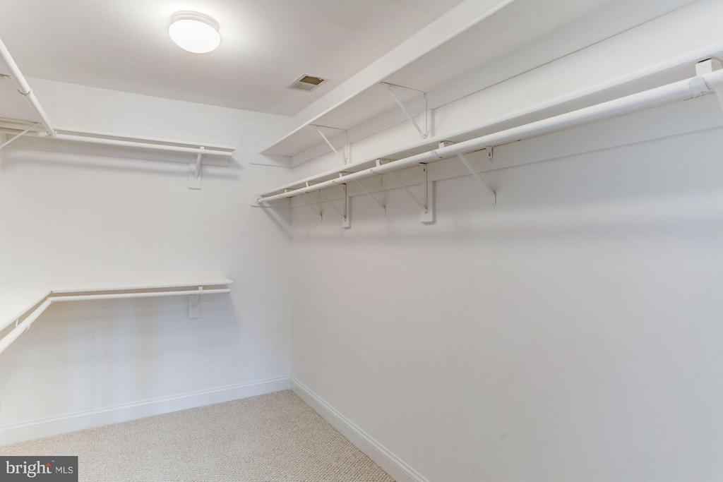Walk-in closet - 1123 KIRKWOOD RD, ARLINGTON