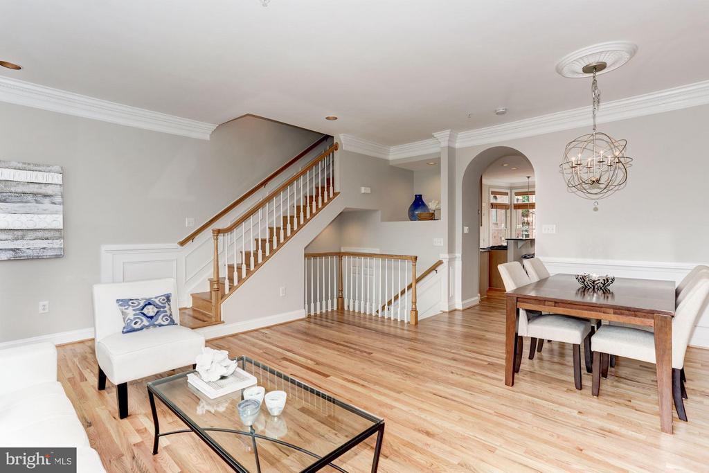Living Room - 1123 KIRKWOOD RD, ARLINGTON