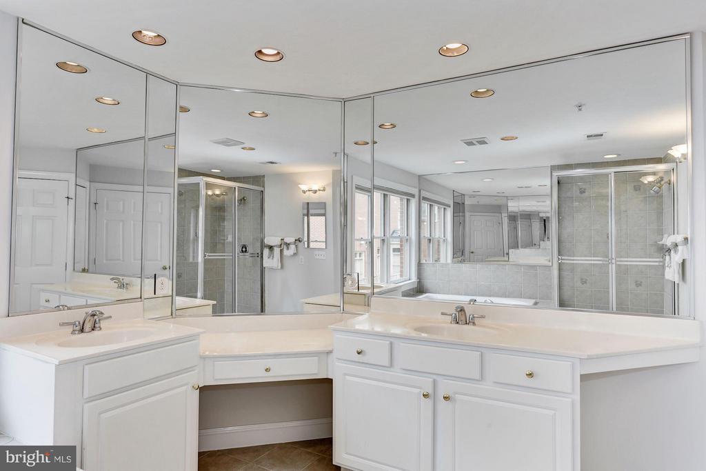 Bath (Master) - 1123 KIRKWOOD RD, ARLINGTON