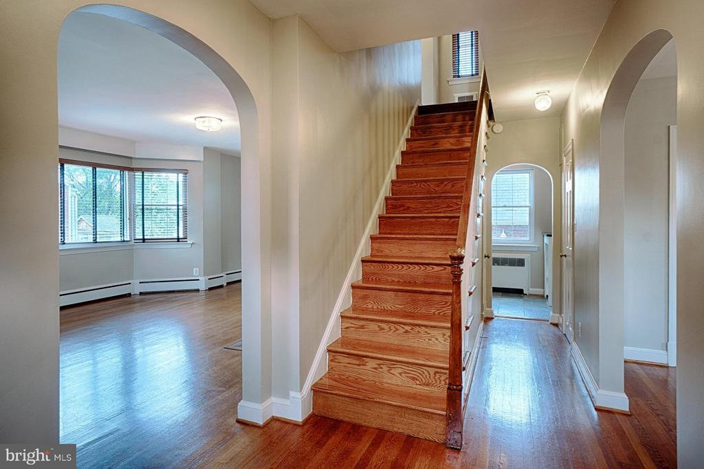 Gorgeous original hardwoods! - 2913 19TH ST S, ARLINGTON
