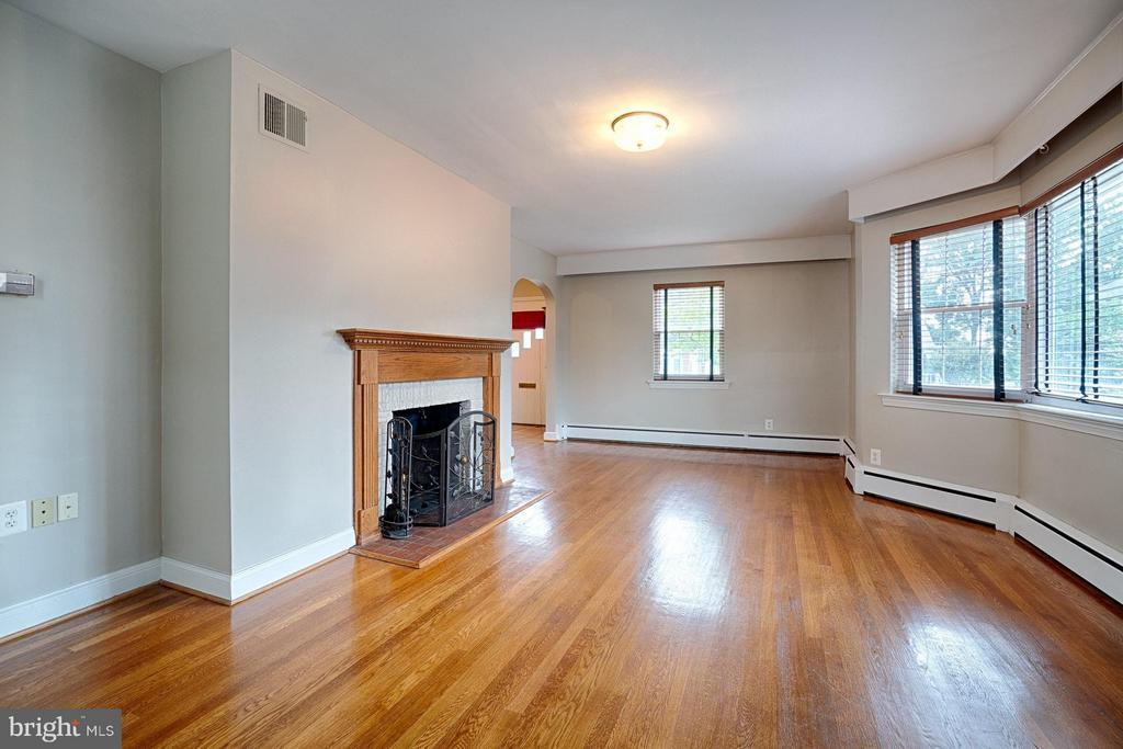 Living Room with wood burning fireplace - 2913 19TH ST S, ARLINGTON