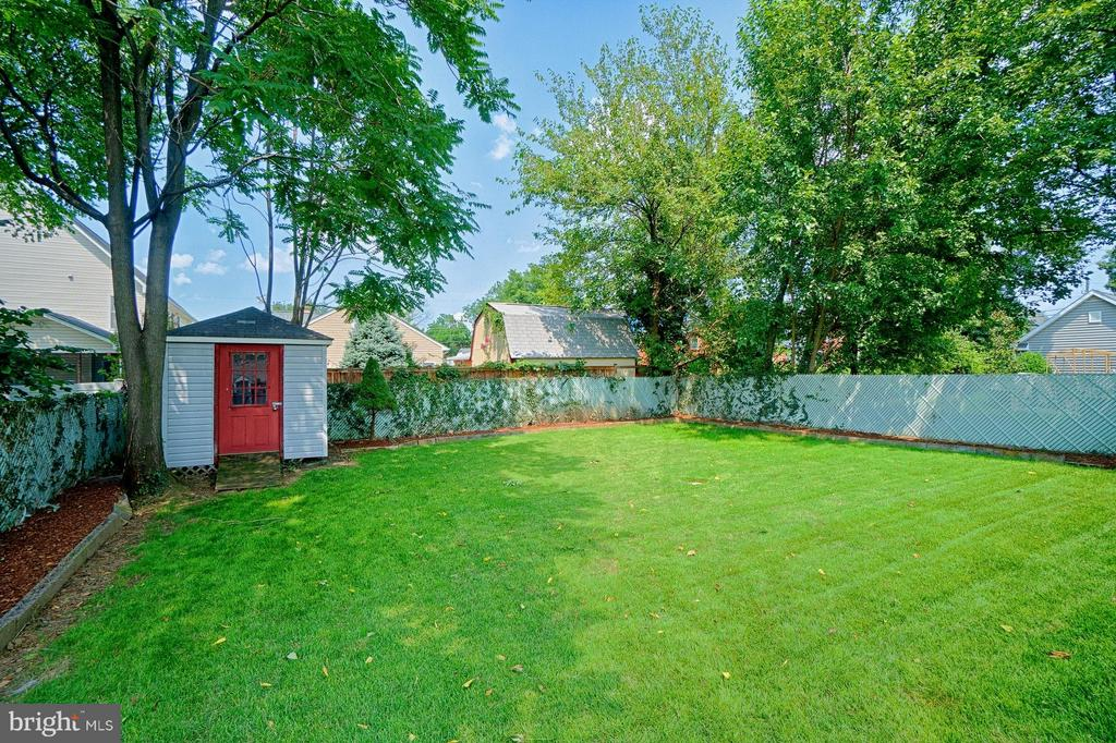 Large level Back Yard - 2913 19TH ST S, ARLINGTON
