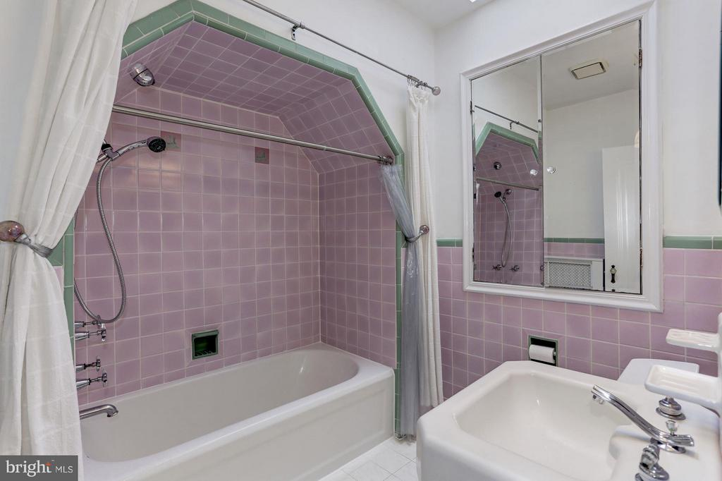 Hall Full Bath - 5464 31ST ST NW, WASHINGTON
