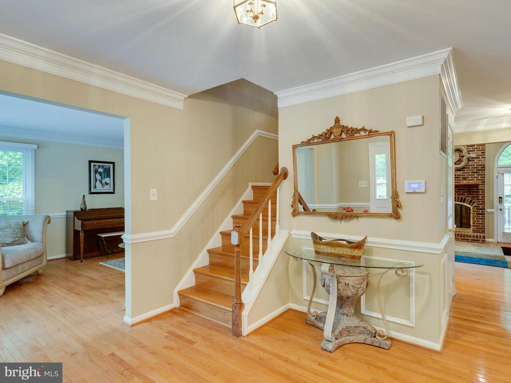 Foyer - 10618 CANTERBERRY RD, FAIRFAX STATION