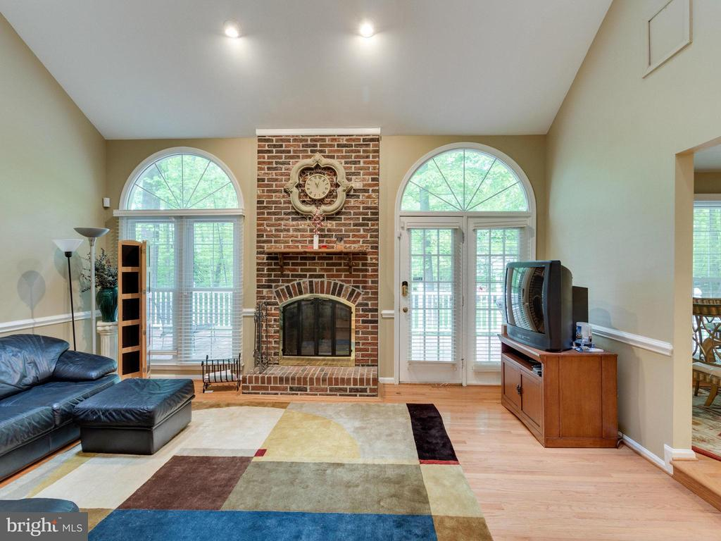 Family Room - 10618 CANTERBERRY RD, FAIRFAX STATION