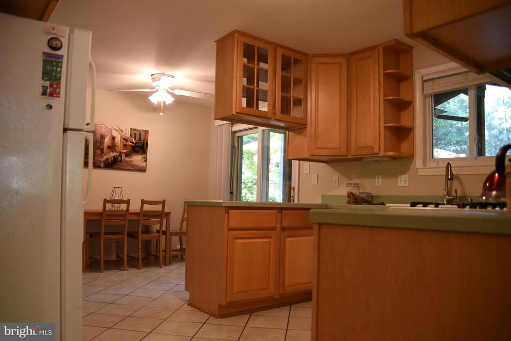 Remodeled Kitchen with Door to Screen Porch - 8650 VICTORIA RD, SPRINGFIELD