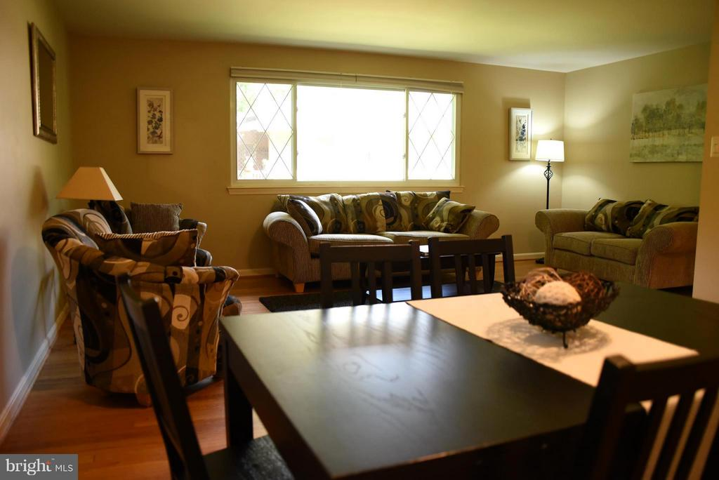 Open Floor Plan - Perfect for Entertaining! - 8650 VICTORIA RD, SPRINGFIELD