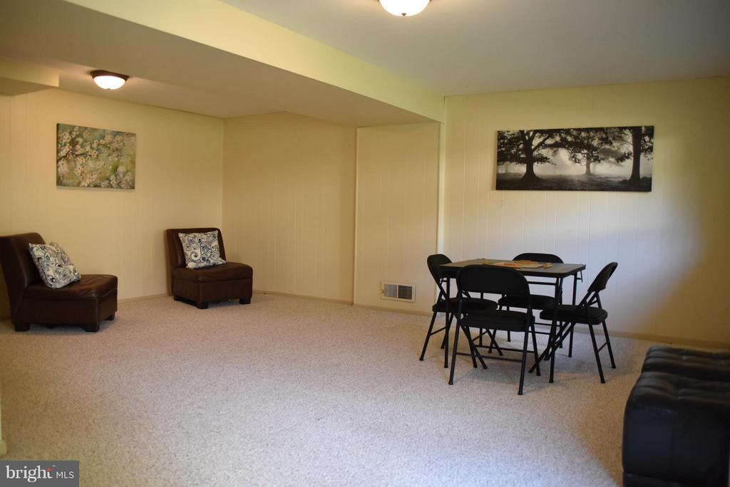 Family Room - 8650 VICTORIA RD, SPRINGFIELD