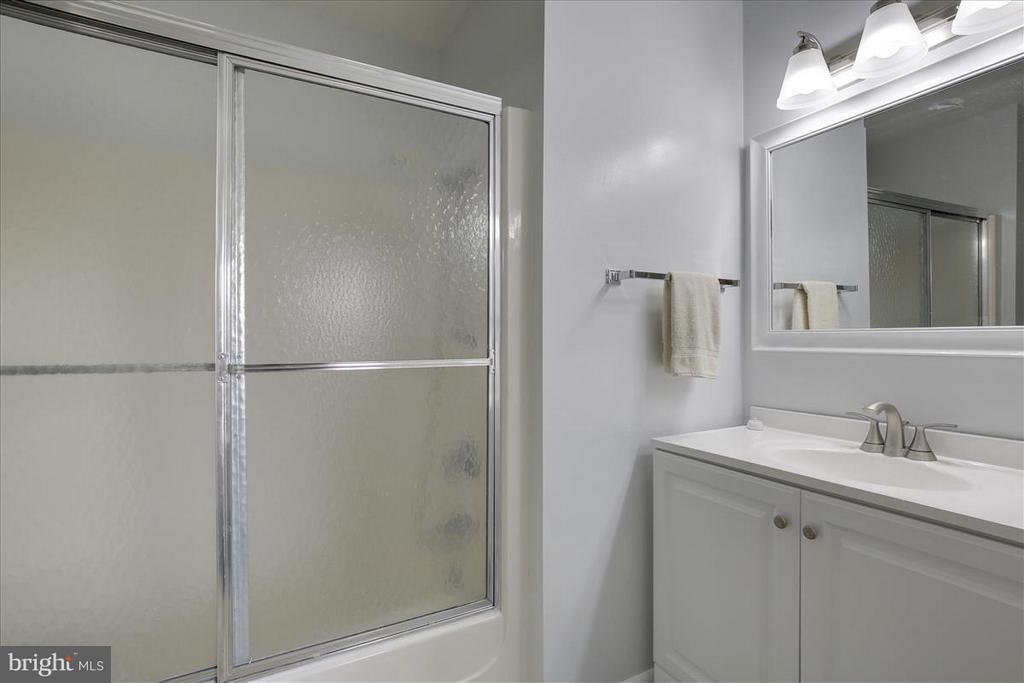 Full Bath in each Master Bedroom - 3206 GLENEAGLES DR #109, SILVER SPRING