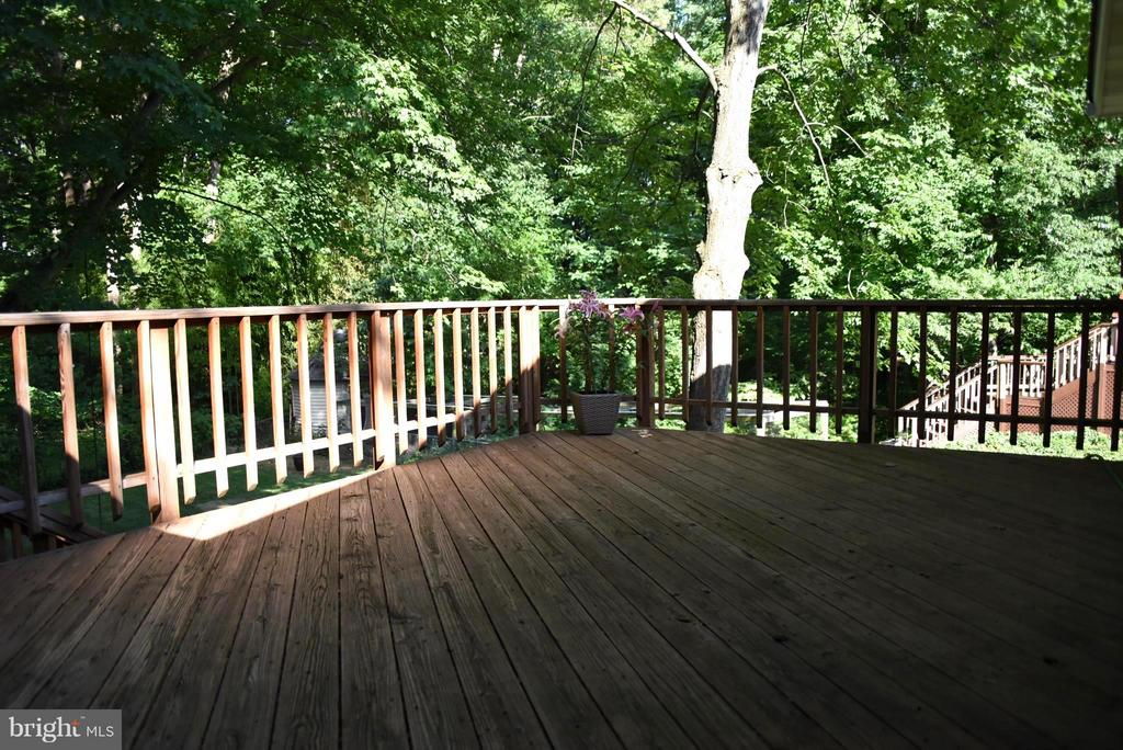 Large Deck - Perfect for Alfresco Dining - 8650 VICTORIA RD, SPRINGFIELD