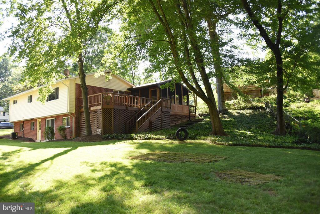 Large Fenced-in Yard Backing to Parkland - 8650 VICTORIA RD, SPRINGFIELD