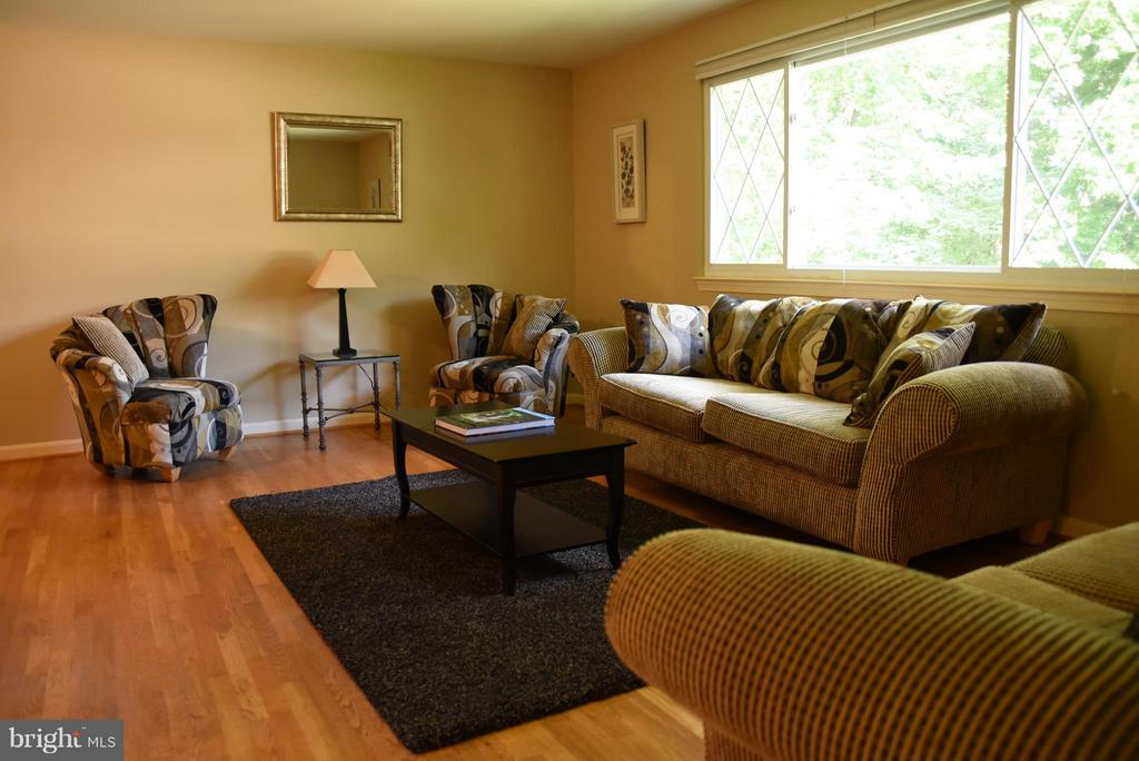 Large Picture Window to Let in Plenty of Light - 8650 VICTORIA RD, SPRINGFIELD